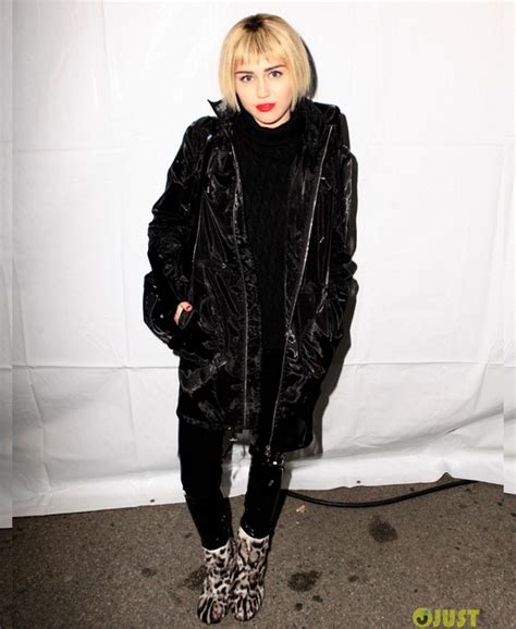 Miley Cyrus New Hairstyle by Pictures Miley Cyrus Debuts New Bob Hairstyle