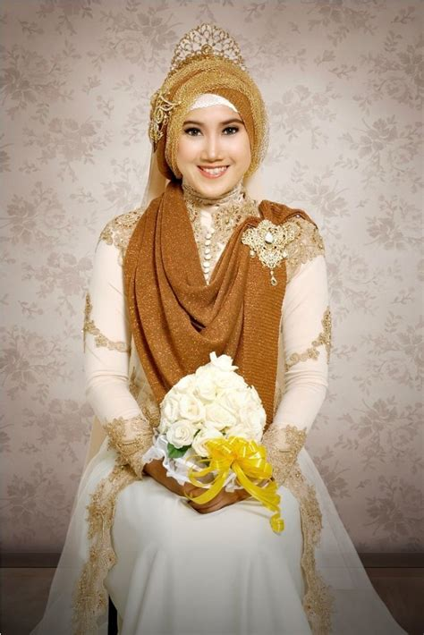 model hijab pengantin kebaya warna gold new style for 2016 2017