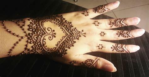 finger henna designs hearts pretty heart henna easy hearts shaped mehendi design