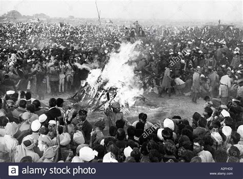 mahatma gandhi funeral cremation e5jcprl4lny mahatma gandhi cremation funeral pyre delhi india 31