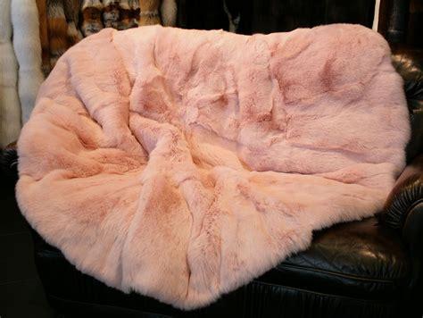 edle rosafarbene felldecke oder fellteppich - Felldecke Rosa
