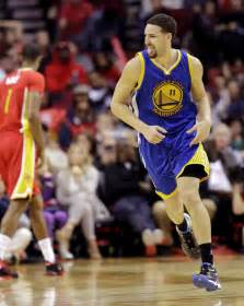 new year klay thompson thompson helps curry less warriors edge rockets daily