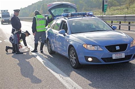polizia stradale di pavia incidente a21 oggi a stradella 2 morti