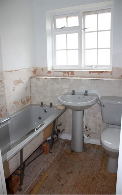 remove bathroom suite and fit new bathroom suite