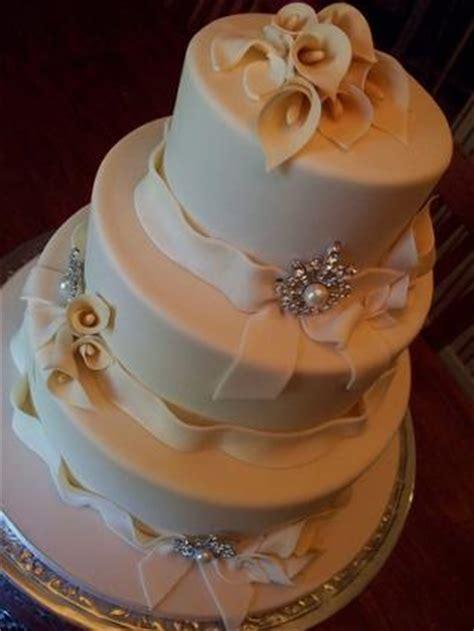 Calla Lily Wedding Cakes   LoveToKnow