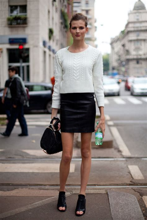 how to wear black leather mini skirts 2018