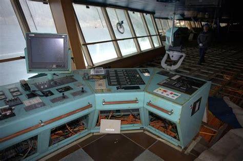 cabina di comando nave le foto della plancia della concordia dove il tempo 232 doppio