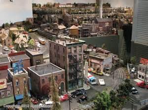 Gauge model train layouts 4x8