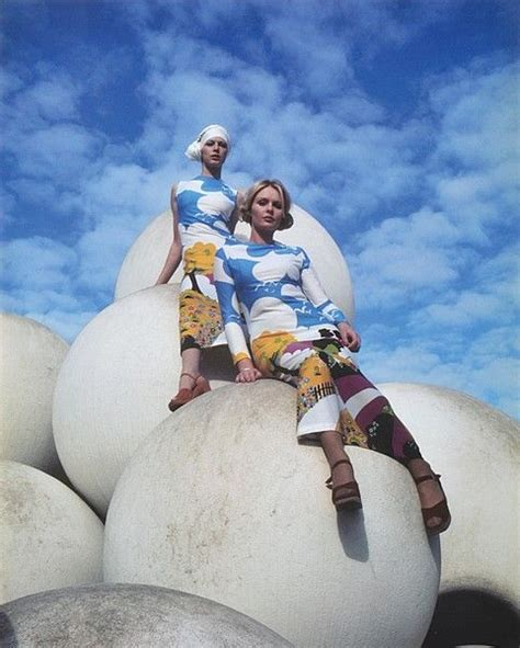 digital photo world photo gallery jenny herbert models jenny mckenzie and nola clark model sportsgirl