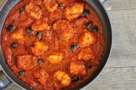 cucinare rana pescatrice in umido ricetta coda di rospo ai pomodorini le ricette dello