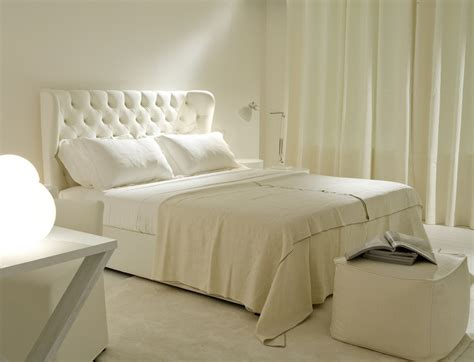 Bedroom With Tufted Headboard by Superb Linen Upholstered King Headboard Decorating Ideas