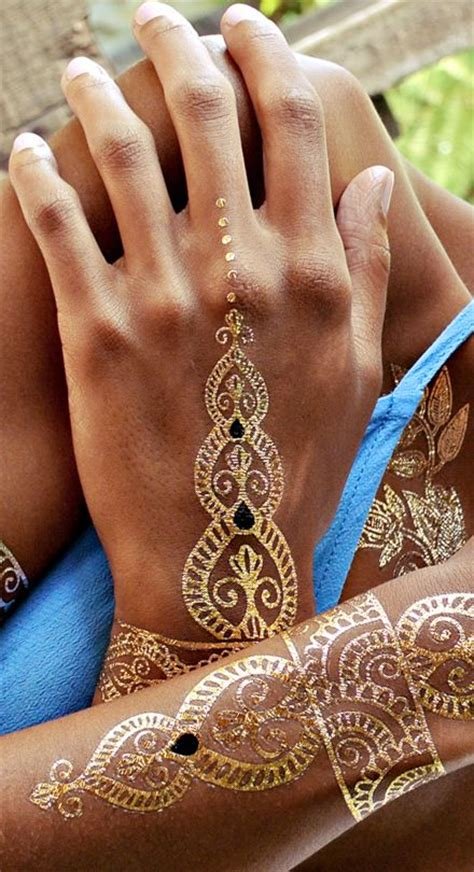 henna tattoo hand bilder 25 best ideas about metallic temporary on
