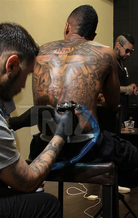 nick cannon tattoo back nick cannon s complete back photo 1 tmz