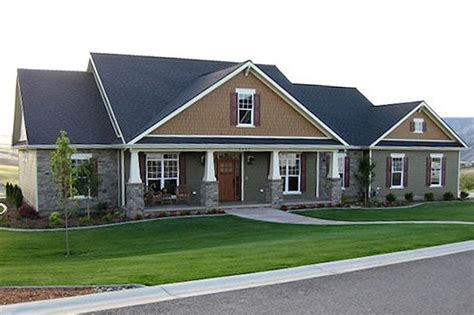 square feet of 3 car garage craftsman style house plan 4 beds 3 5 baths 2800 sq ft