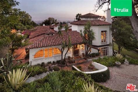 dick clark s flintstone house finally sells everybody dick clark s estate finally sells flintstone house in