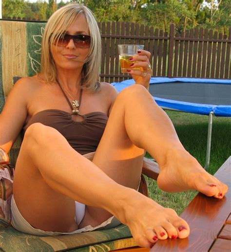 free backyard porn hot wife moms
