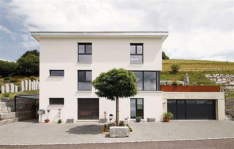 haus hanglage modern einfamilienhaus an hanglage bauen swisshaus ag