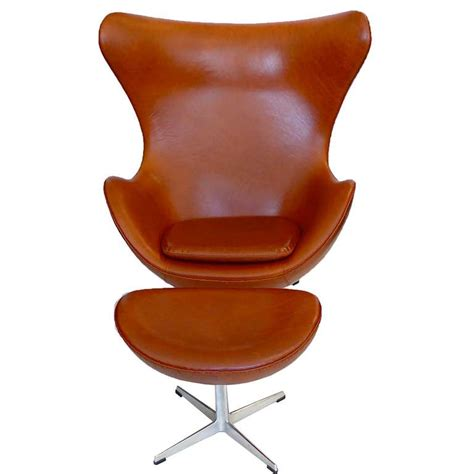Egg Chair Ottoman Egg Chair And Ottoman By Arne Jacobsen In Chestnut Brown At 1stdibs