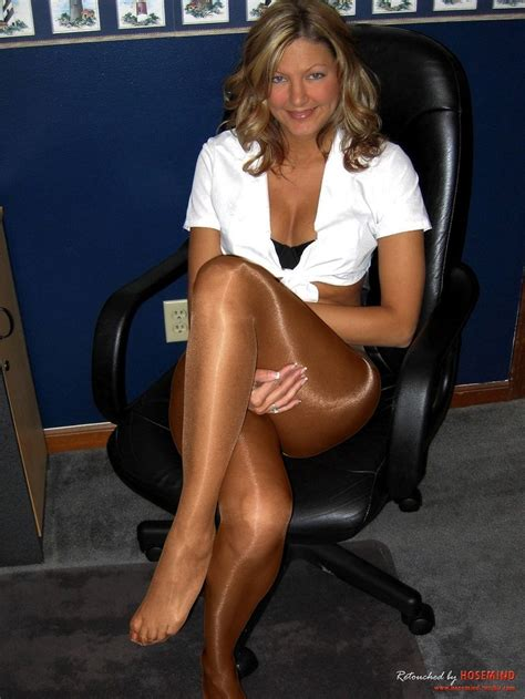 why are tamrons legs shiny on today show milf wearing shiny pantyhose love shiny legs pinterest