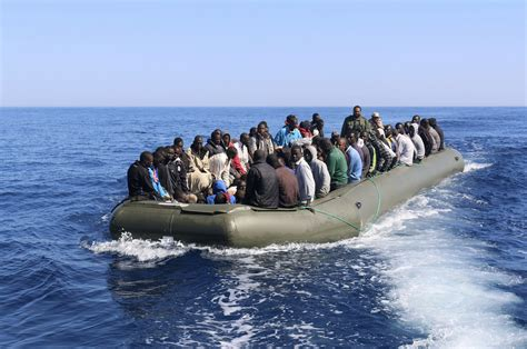 refugee boat sinks italy boat with ethiopian migrants sinks on its way to yemen