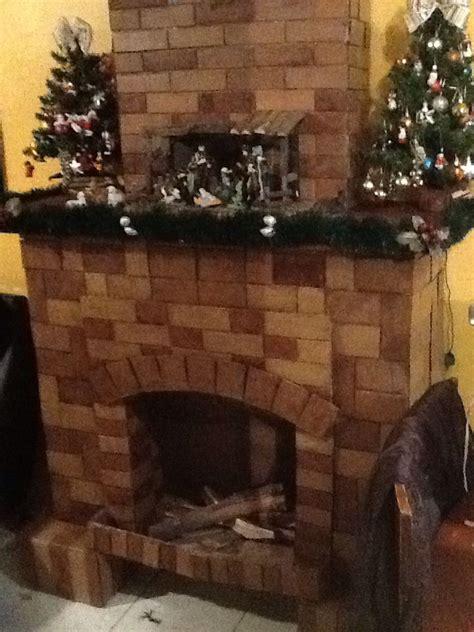 como hacer una chimenea de unicel para decorar el hogar chimenea de cart 243 n con detalles reales como troncos y