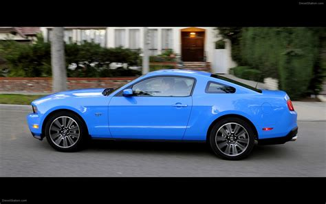 2010 ford mustang gt widescreen car photo 11 of 24
