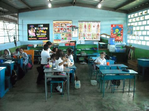 in school schools in ecuador