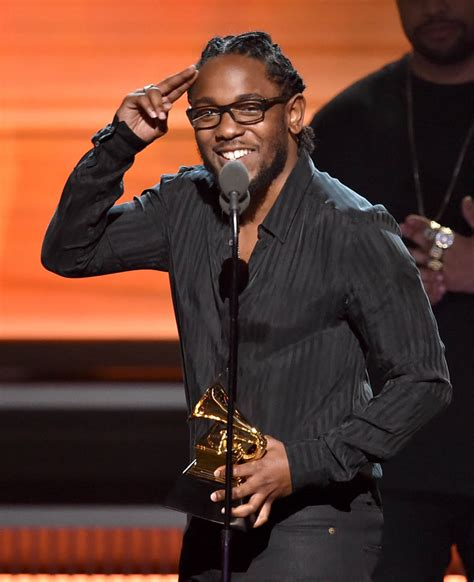 kendrick lamar awards kendrick lamar performs and wins 5 grammys at the 2016