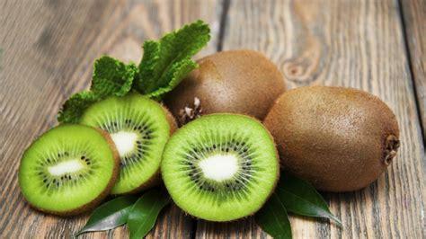 alimenti poveri di fibre e scorie kiwi il frutto benessere starbene