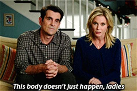 phil and claire dunphy modern family phil dunphy claire dunphy ty burrell julie