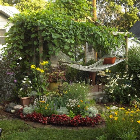 garten shabby 17 lively shabby chic garden designs that will relax and