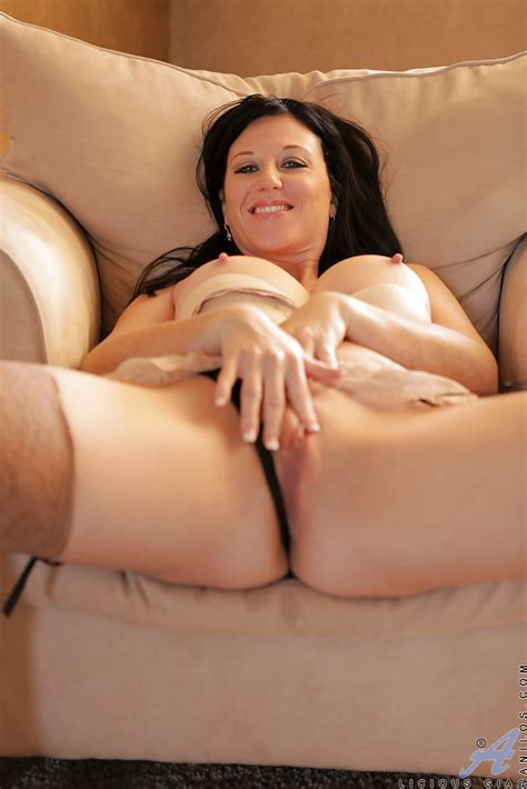 Brunette Milf With A Huge Ass And Tits Is Spreading These