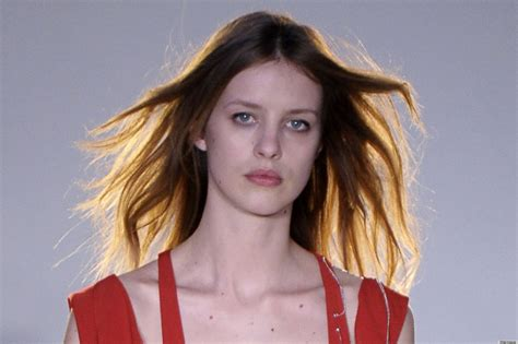 young nips lil model suffers nip slip on runway at edun fashion week show