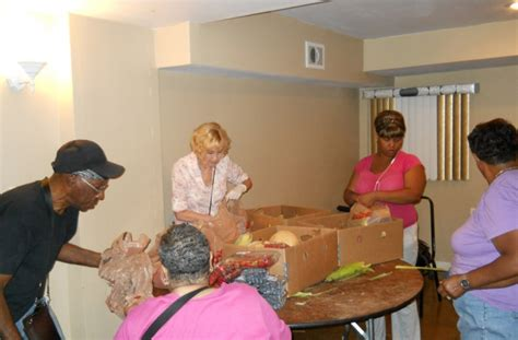 Forest Park Food Pantry by Forest Park Feed The Hungry At Chicago Church Food