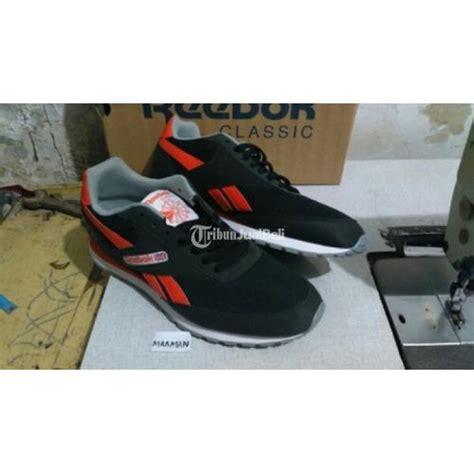 Harga Jam Reebok Classic sepatu reebok classic warna hitam original murah cirebon
