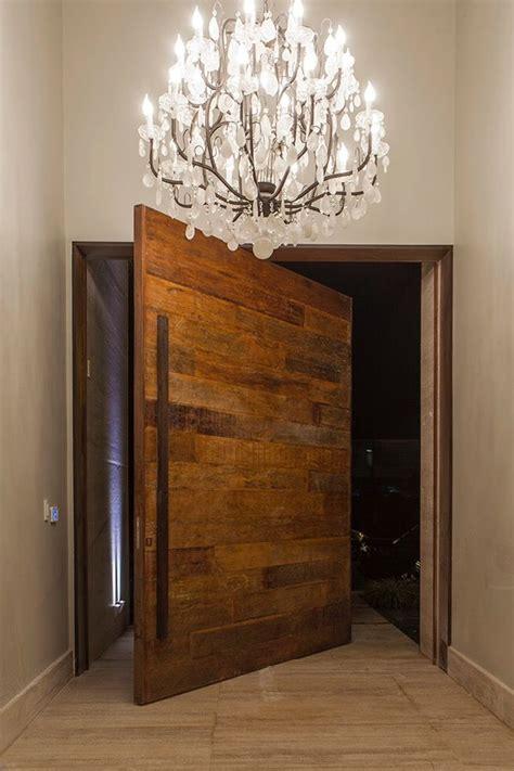 lustre casa 25 melhores ideias de porta pivotante no