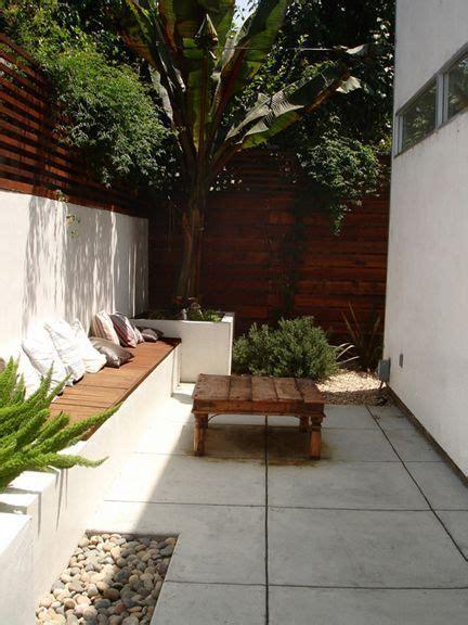 decorar patio peque o 17 mejores ideas sobre dise 241 o de patio trasero peque 241 o en