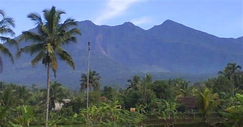 Jilbab Anak Kota Bandung Jawa Barat sejarah gunung galunggung di tasikmalaya