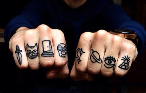 tatuaje de letras love dedos tatuajes en los dedos de la mano