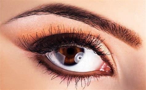 esteticista micropigmentadora sobrancelha e maquiagem