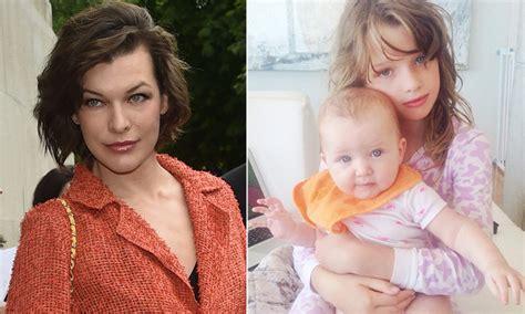 milla jovovich y sus hijos milla jovovich y sus dos hijas son 161 como tres gotas de agua