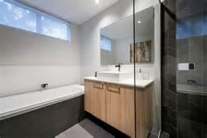 salle de bains bois et noir chaios