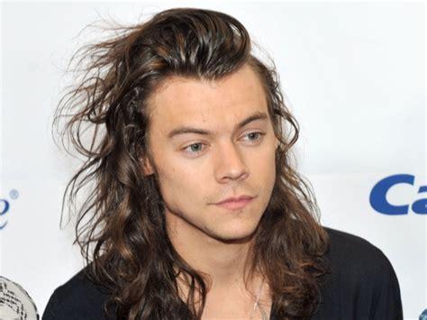 harry styles hair has gone through a pretty extensive zayn malik has gone through a colourful hair makeover look