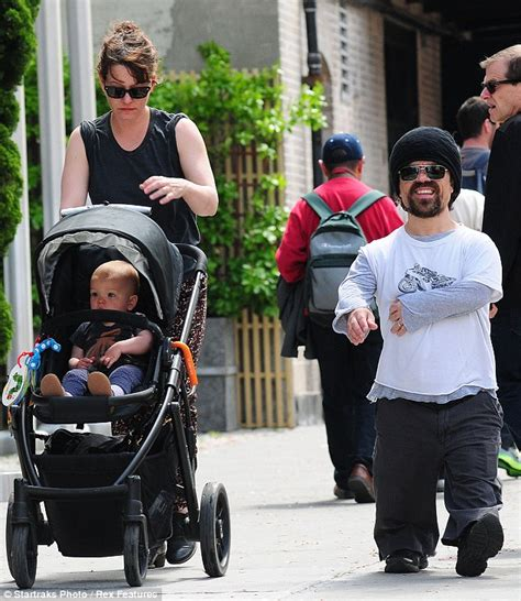 cast of game of thrones midget elle fanning and peter dinklage hang out on fire escape