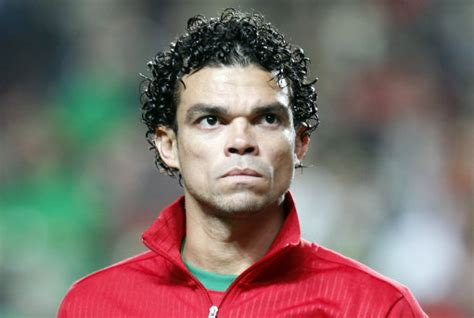 real madrid s pepe buys 5 000kg of food it out to madrid s most deprived families who