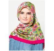 10 Koleksi Foto Jilbab Segi Empat Motif Bunga Terbaru