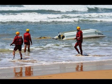 ski boat club port alfred boat capsizes in huge swells at port alfred youtube