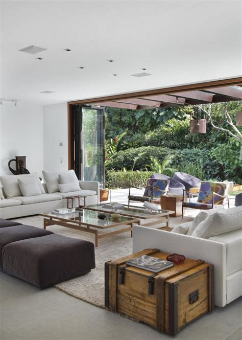 contemporary colonial home in decorated in neutral palette