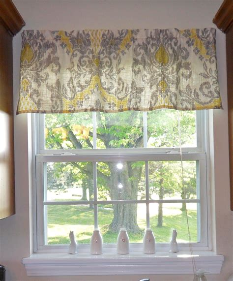 grey pattern valance guest grey yellow love this pattern tute making it with