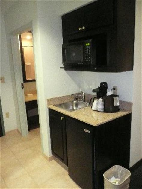 small kitchenette picture  holiday inn express